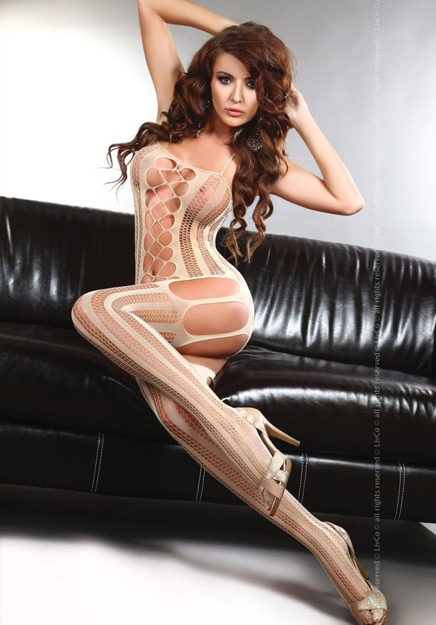 eroticheskoe-v-belom-kombinezone-bodi